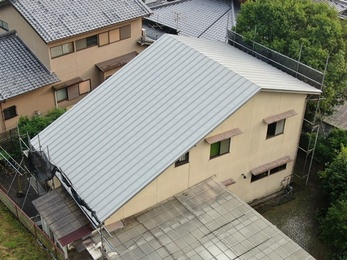 日本ペイント サーモアイで屋根塗装いたしました。