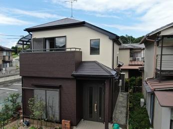 屋根・アステックペイント遮熱サーモF、外壁 ・アステックペイントリファインSiで施工させていただきました。